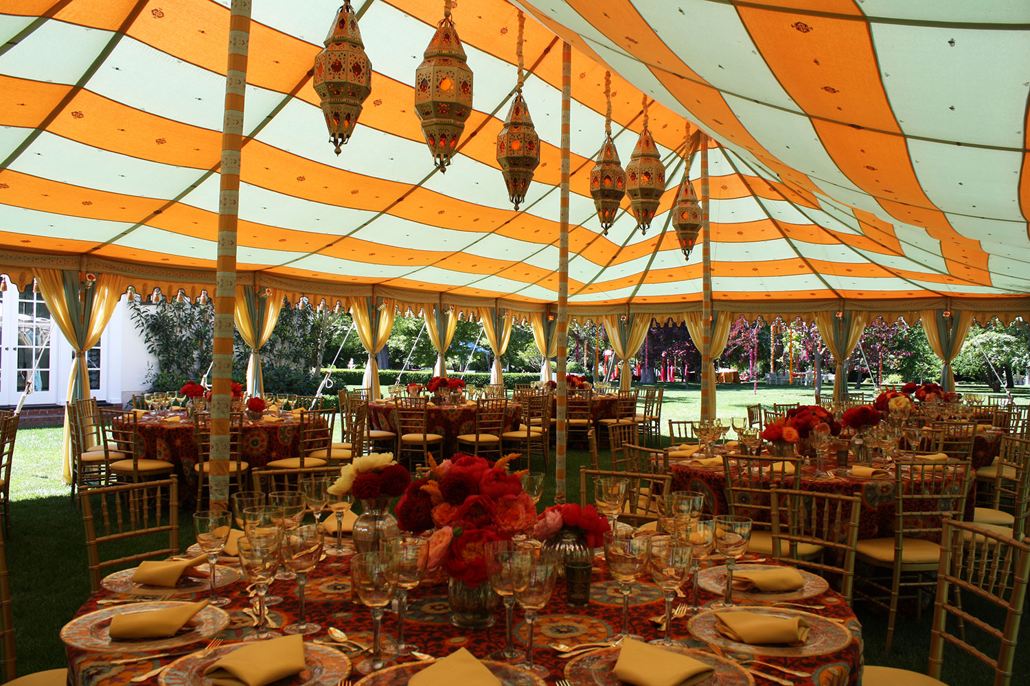 raj-tents-maharaja-dinner-setting-with-lamps.jpg