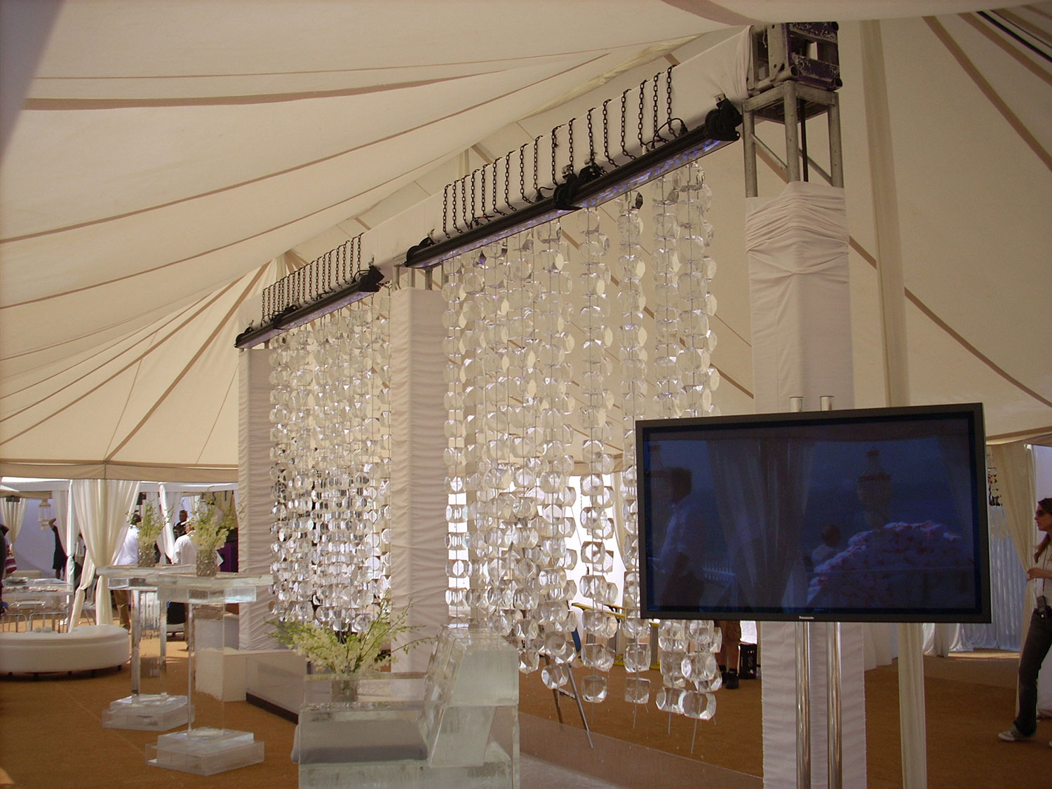raj-tents-beach-chic-theme-grand-maharaja.jpg