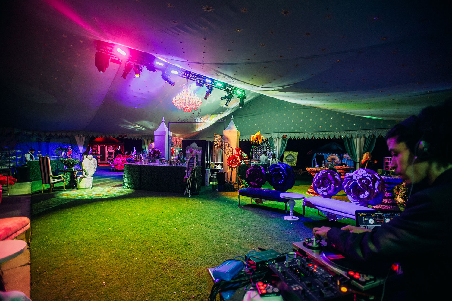 raj-tents-other-themes-alice-in-wonderland.jpg
