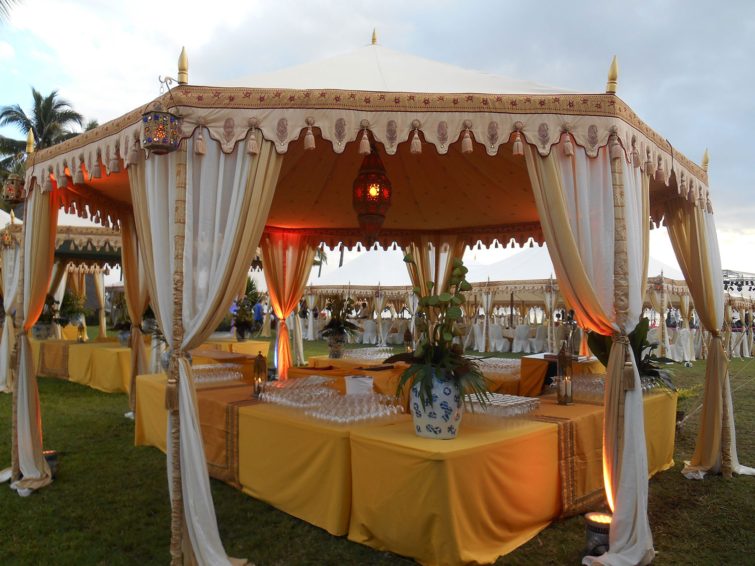 raj-tents-destination-weddings-mauritius-bar.jpg
