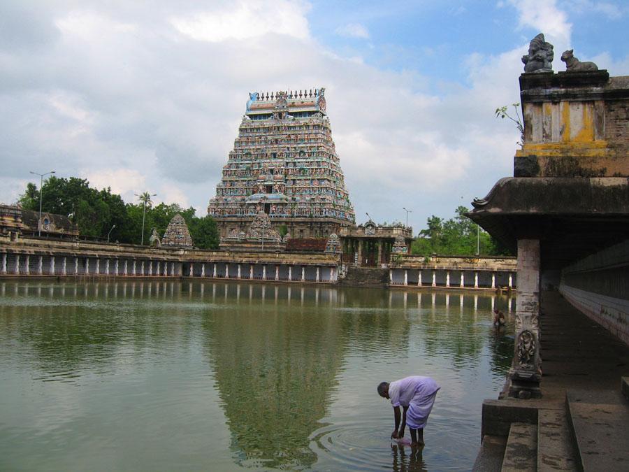Temple complex at Tiruchchirappalli.jpg