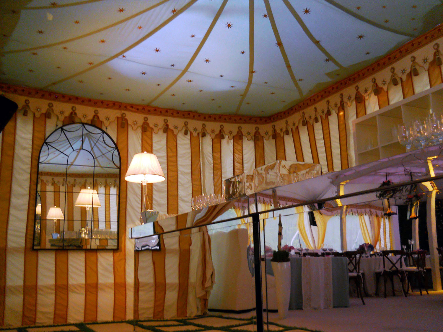 raj-tents-old-hollywood-theme-mirror-bar.jpg