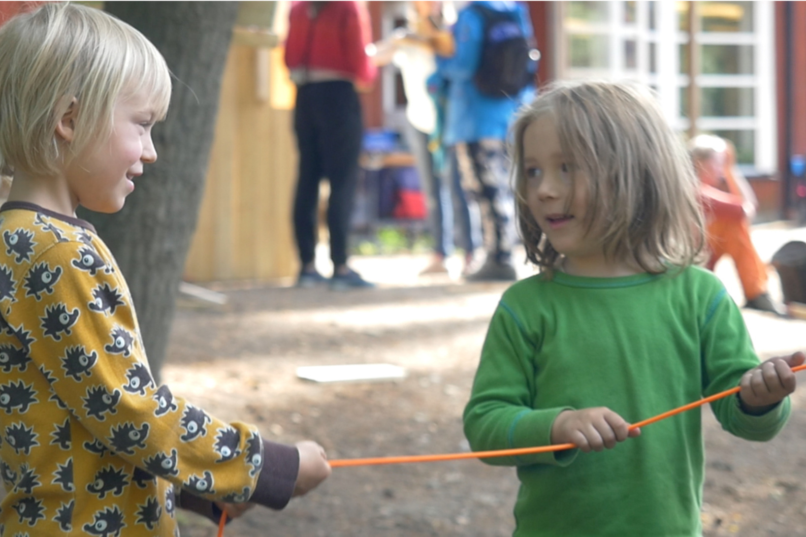 """DEN LEKANDE MÄNNISKAN - En film om lek och tillit, av """"Den lekande människan"""" är en inspirationsfilm om lekens betydelse gjord av Tommy Gärdh/Visionary Film Stockholm producerad tillsammans med Tillitsverket. Vi erbjuder filmvisningar med fördjupande samtal."""