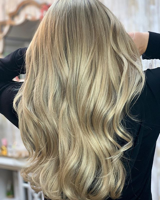Make every day a good hair day 😉 • Got to play with my new @oligopro lighteners on this babe and WOW !! My new obsession 😍 • • •  #friendsdontletfriendshaveuglyhair  #sanjosestylist #sanjosehairstylist #sanjosehairsalon #sanjosesalon #solawillowglen #bayareahairstylist #balayage #blondehair #highlights #creamyblonde #blondebalayage #newhair #studionikki #cosmoprof #goodhair #longhair #hairextensions #sanjose #willowglen #solasalons #mastermind