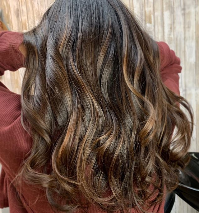 Balayage doesn't mean blonde 💜Brunettes need dimension too 😍 Add face framing balayage to your current color👌🏼 You'll love it 😘 • • • If you haven't booked your holiday hair appointments I would suggest doing so now 😉💕 • • • #sanjosehairstylist #sanjosestylist #sanjosehair #sanjosehairsalon #sanjose #willowglen #solawillowglen #dimensionalbrunette #dimensionalbalayage #balayage #foilayage #highlights #brownhighlights #brownbalayage #bayareahairstylist #fallhair #cosmoprofbeauty #licensedtocreate #studionikki #friendsdontletfriendshaveuglyhair #chocolatebrown