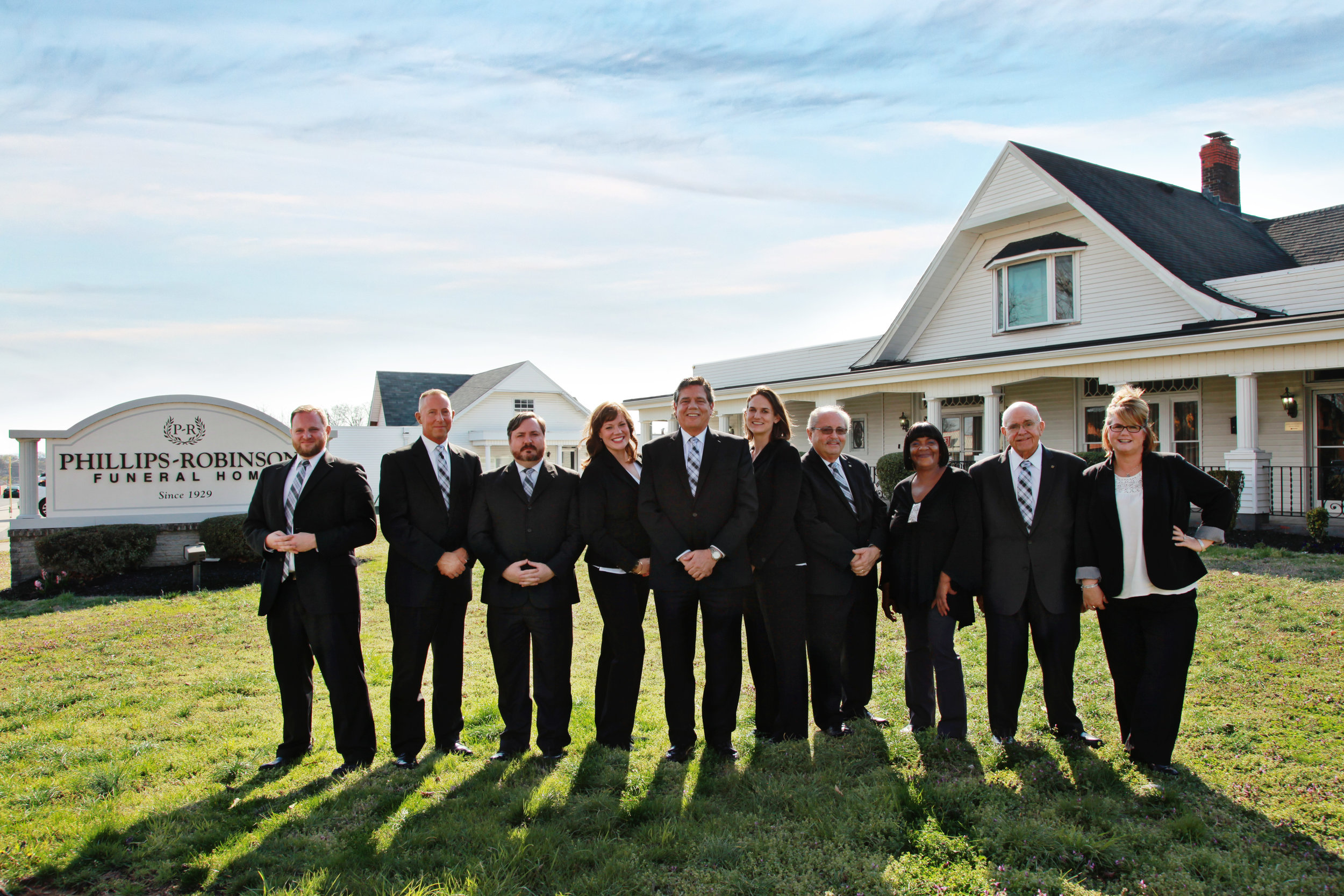 Phillips-Robinson-Funeral-Home-Group-Shot-MsDigPhoto
