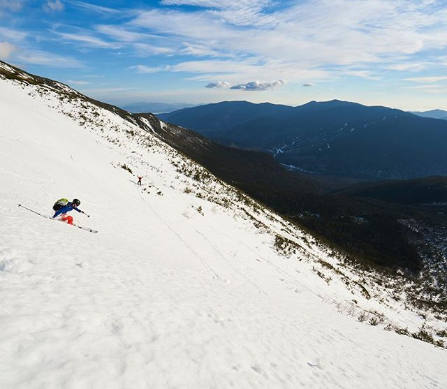It's been almost a week since I've been skiing. Maybe tomorrow I'll get out again... @alex_leich #skithewhites #mountwashington #ski #backcountryskiing #landscape #outdoors #gooutside #sky #mountains #snow