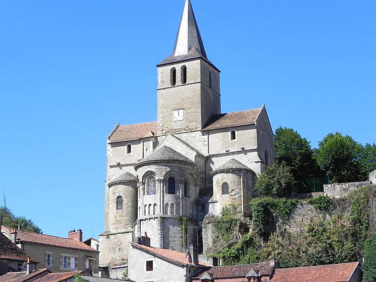 L'eglise de Notre Dame de Montmorillon. Montmorillon, France