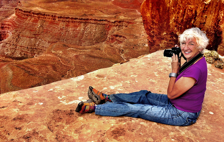 at the edge of a canyon in Utah_0912.jpg