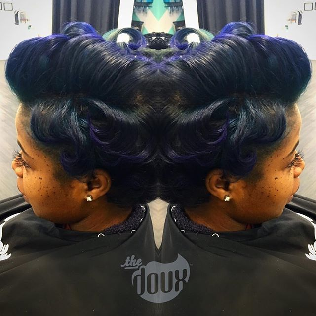 She's always too much fun💙💙💙🌀🌀🌀#douxgirlsbelike #pompadour #norelaxer #NATURALHAIRMACON#naturalhair#noweave#airpress#silkpress#pressncurl @uniquely_shartae