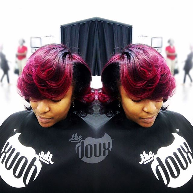 A little color upgrade for @stylist_sade this week. #weneedourhairdonetoo #magentahighlights #naturalhair  #blowout #NATURALHAIRMACON#newdoux#noweave#airpress#silkpress#blowout#hairchronicles#ilovethedoux#thedouxsalon#maconstylist#maconsalon#warnerrobinssalon#warnerrobinshair#MACONhair#airpress#blowout#blowoutbar#middlega#fvsu#mercer