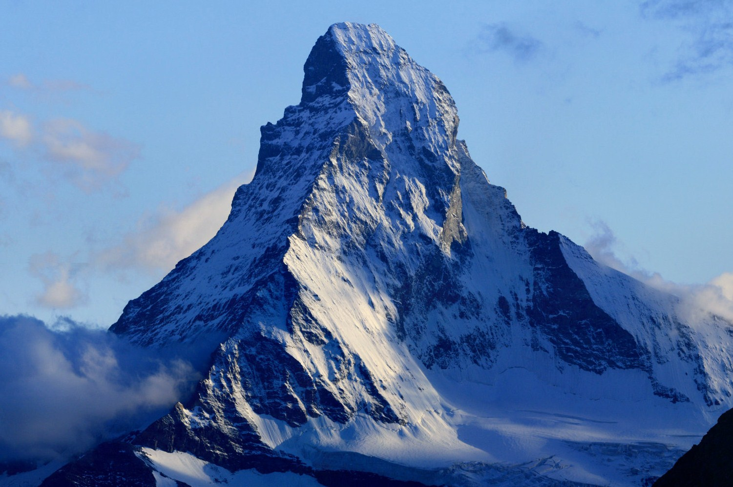 Matterhorn – also too big to fail. Photo by chil and derivative work by Zacharie Grossen (camptocamp.org). Licensed under CC BY-SA 3.0.