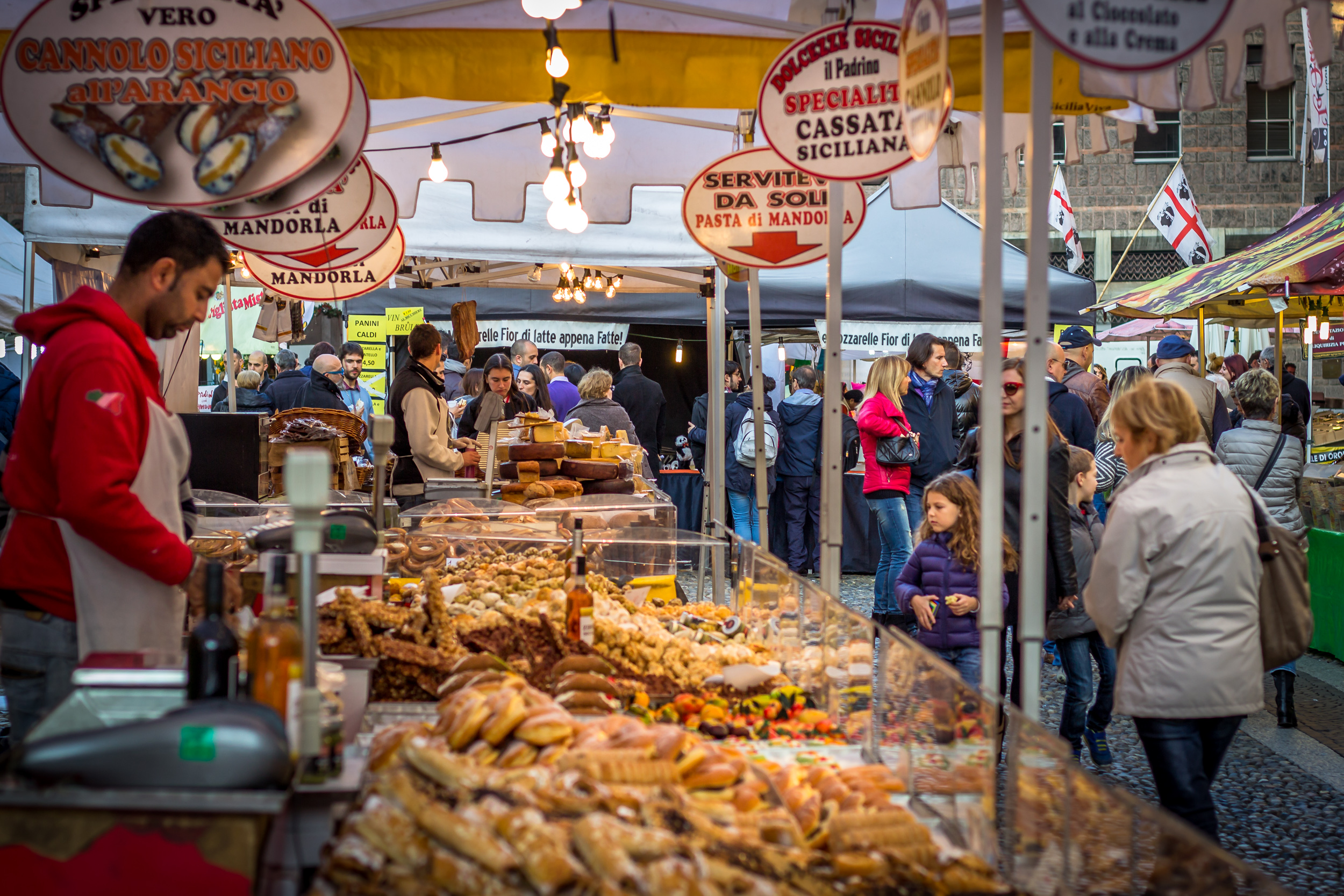 Even in market squares payment cards are often accepted but customers prefer cash.