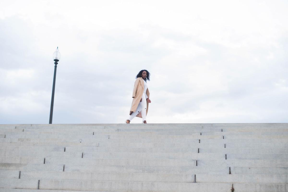The_Glossier_Tasha_James_Style_Fashion_Blogger_Kim_Kardashian_Camel_Coat_White_Monochromatic_DC-18