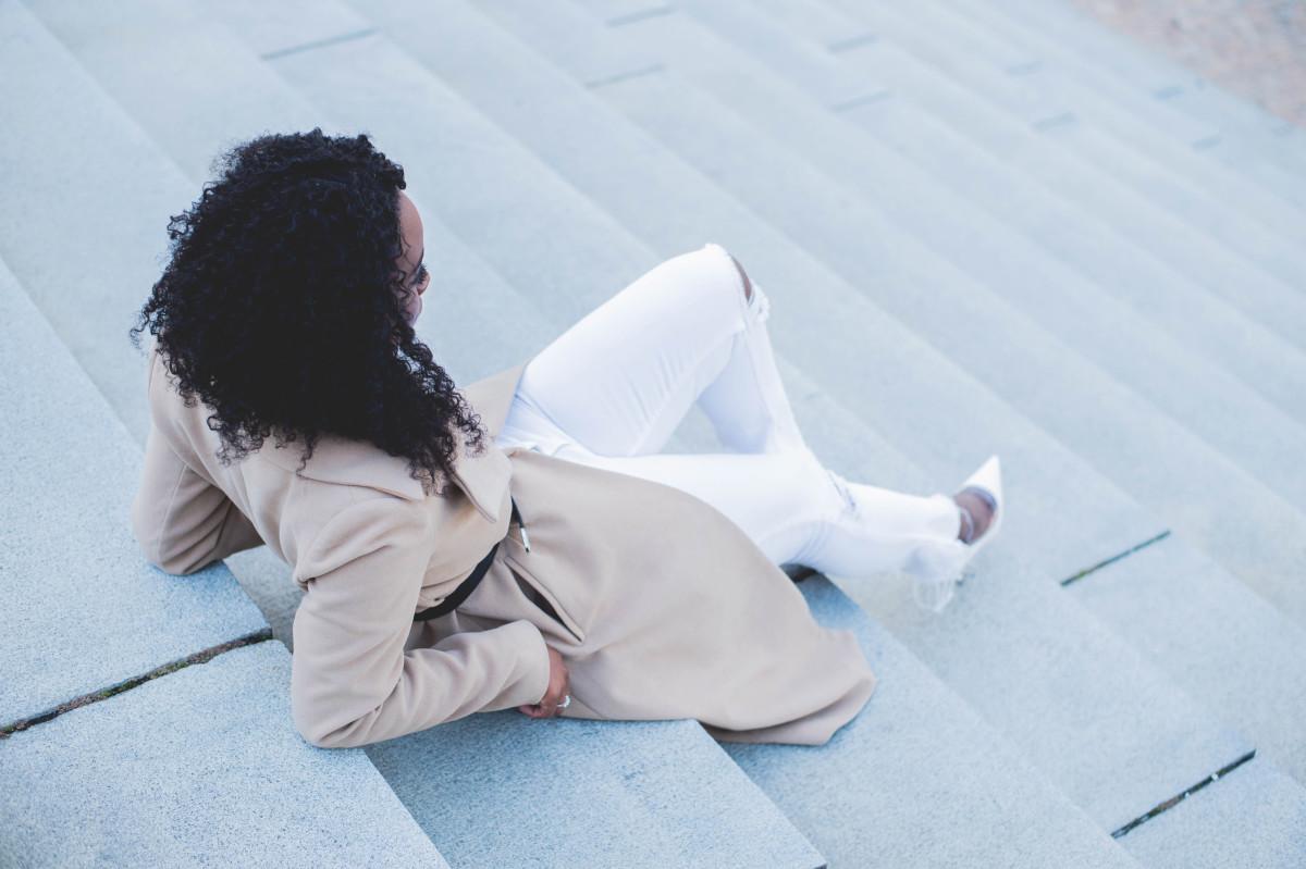 The_Glossier_Tasha_James_Style_Fashion_Blogger_Kim_Kardashian_Camel_Coat_White_Monochromatic_DC-14