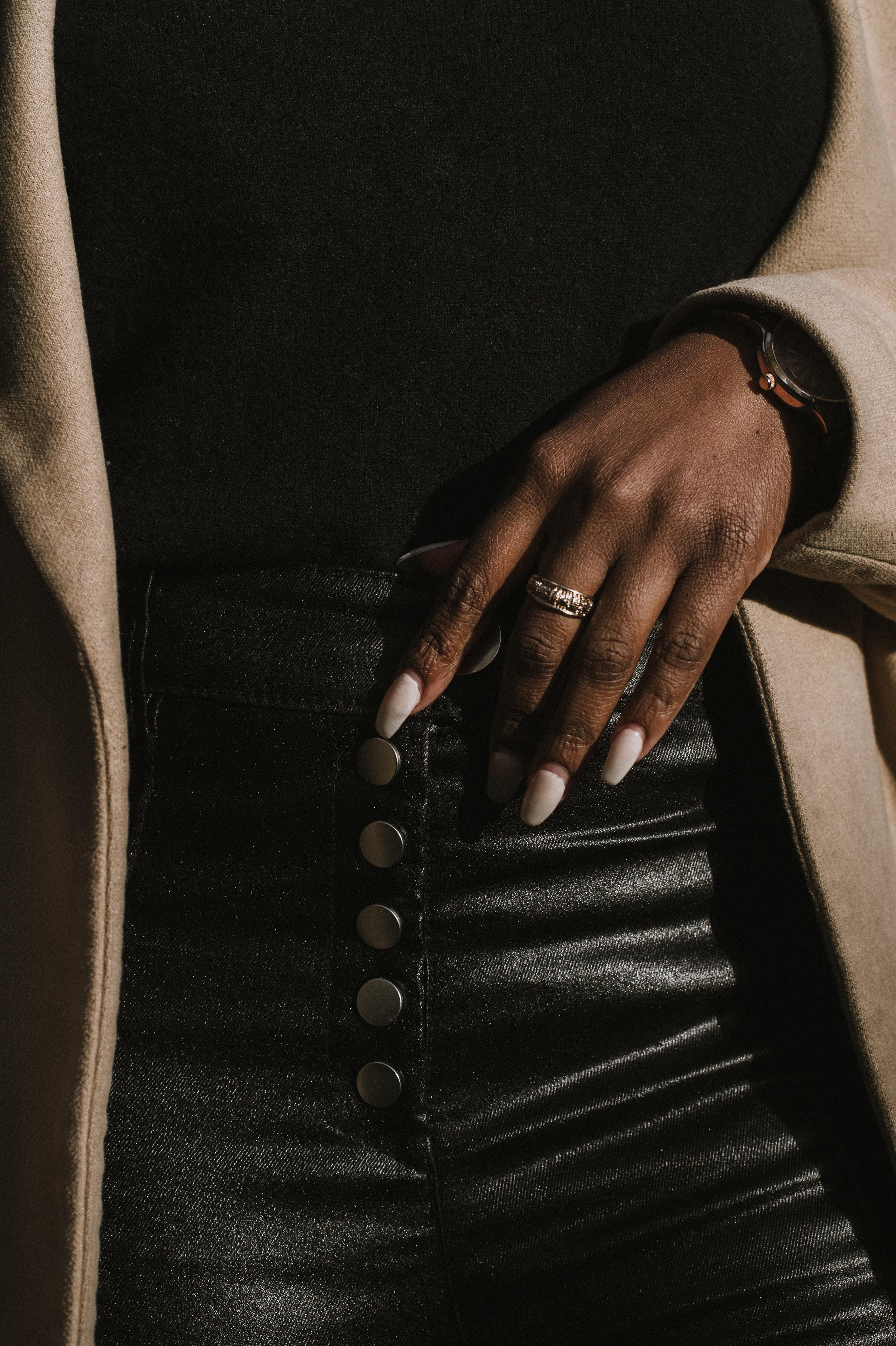 The-Glossier-Tasha-James-Fashion-Style-Blogger-DC-Winter-Coat-All-Black-50.jpg