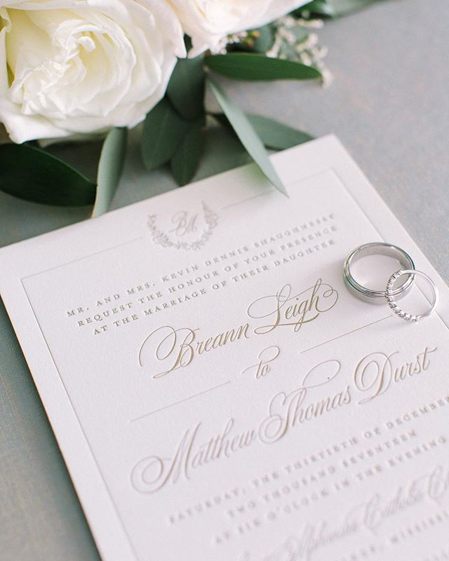 Happy Monday y'all! We're so excited to share some recent suites we've been working on. Gold is definitely one of our most popular colors and we totally understand why! How gorgeous does this invitation look paired with those soft florals? 😍✨ - 📷 @paigereauxphotography | #letsgetdursty