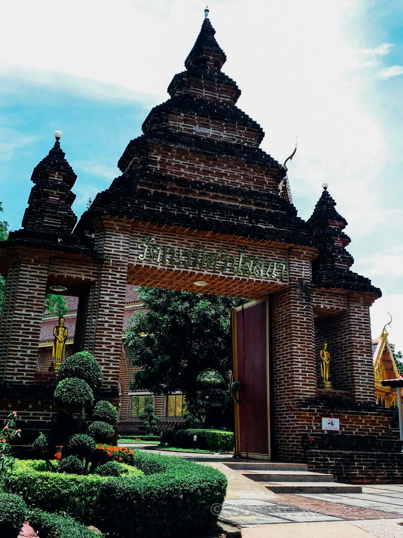 Entrance to Wat Neramit Wipatsana