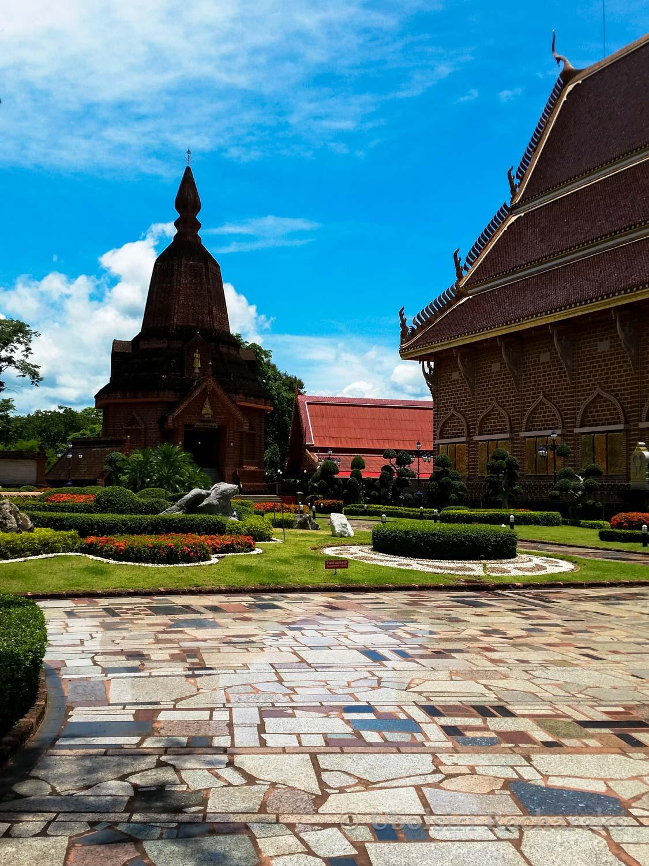 The grounds at Wat Neramit Wipatsana