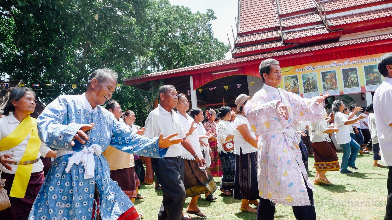 Dancing around Wat Phon Chai