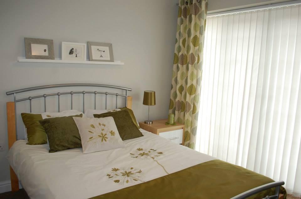 bed - garden room.jpg