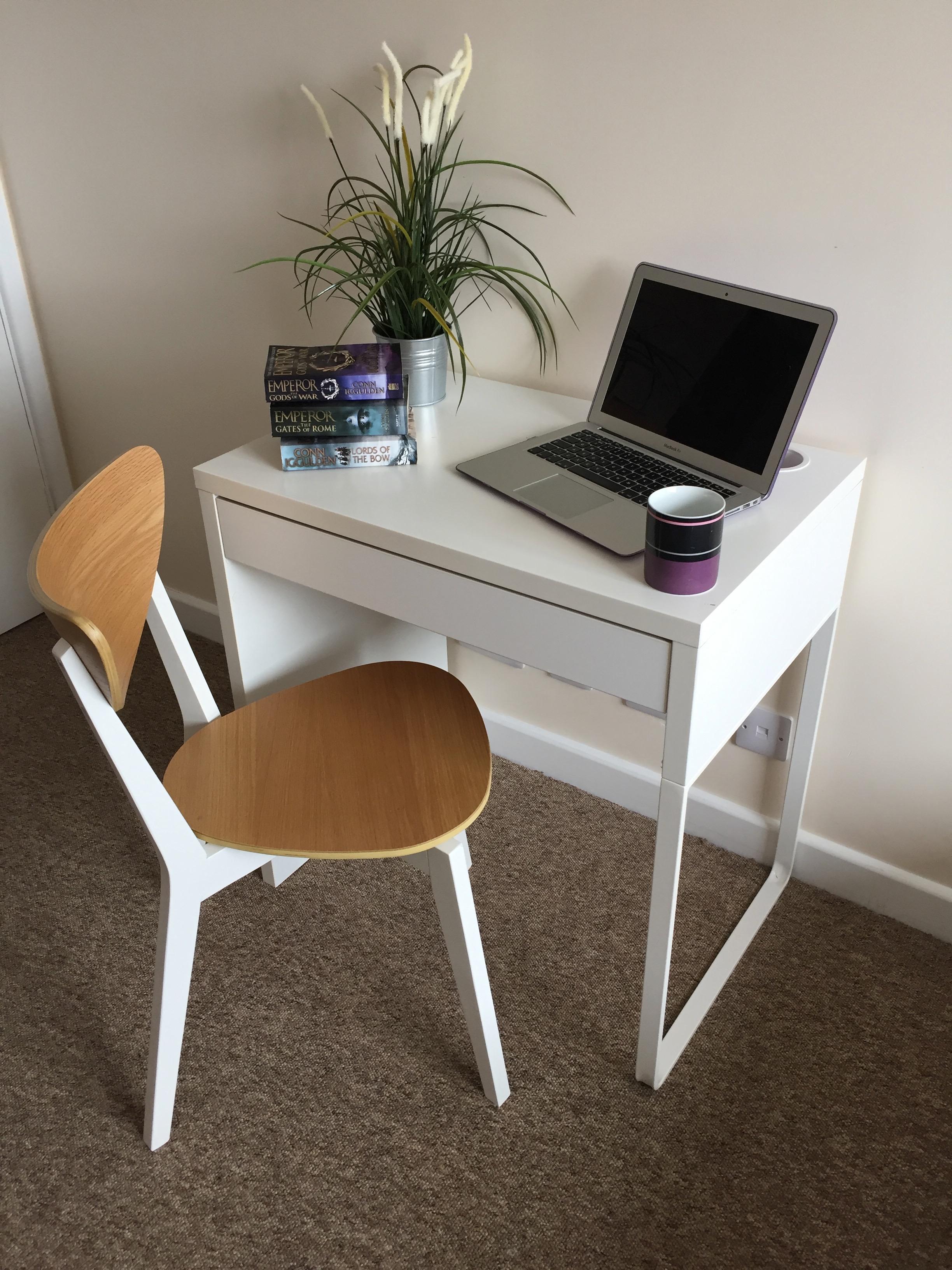 Room 3 - desk.jpg