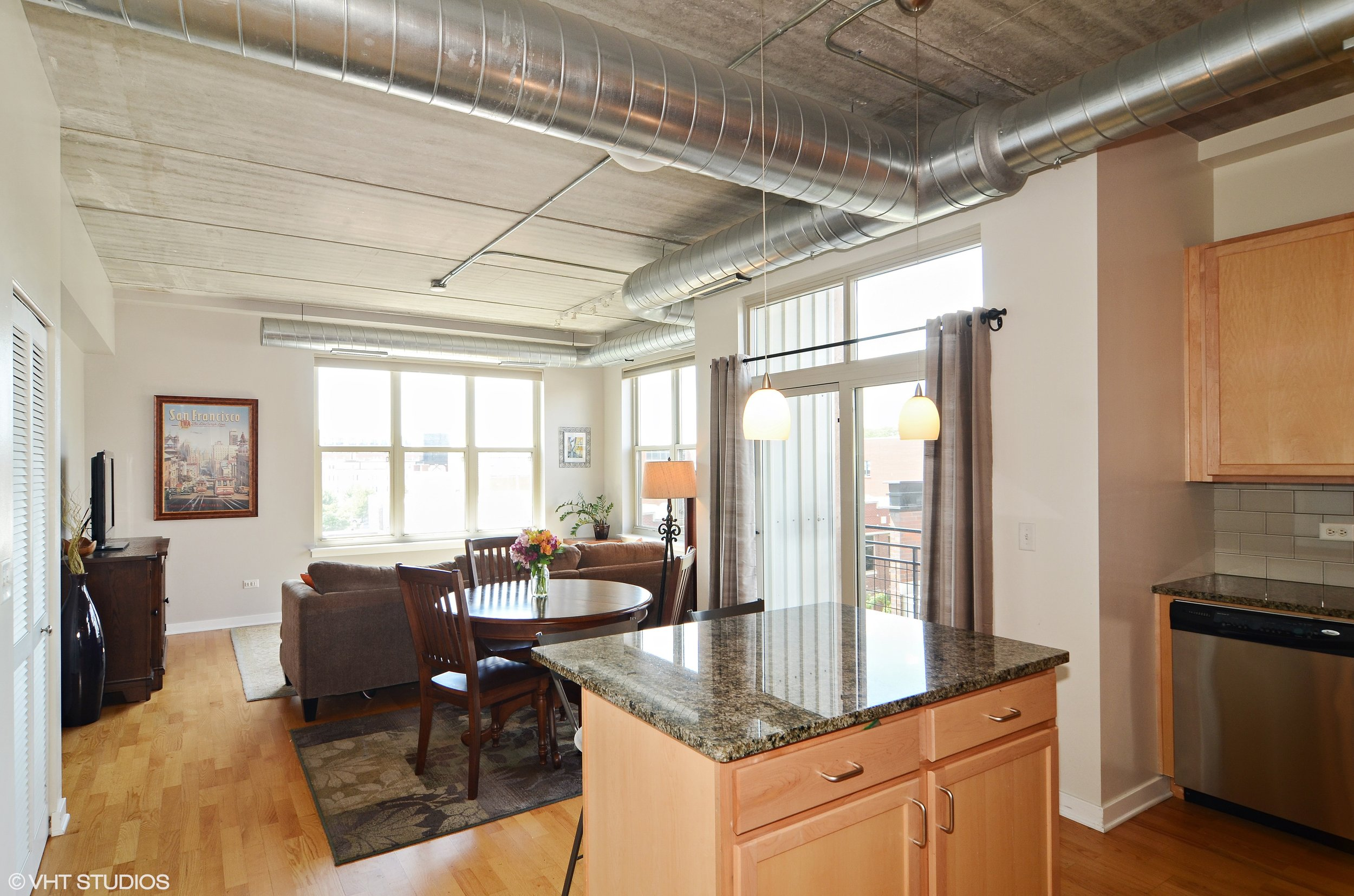 2_1228WMonroe_401_91_KitchenLivingRoom_HiRes.jpg