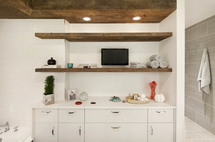 Open shelves, more storage and a flat-screen TV
