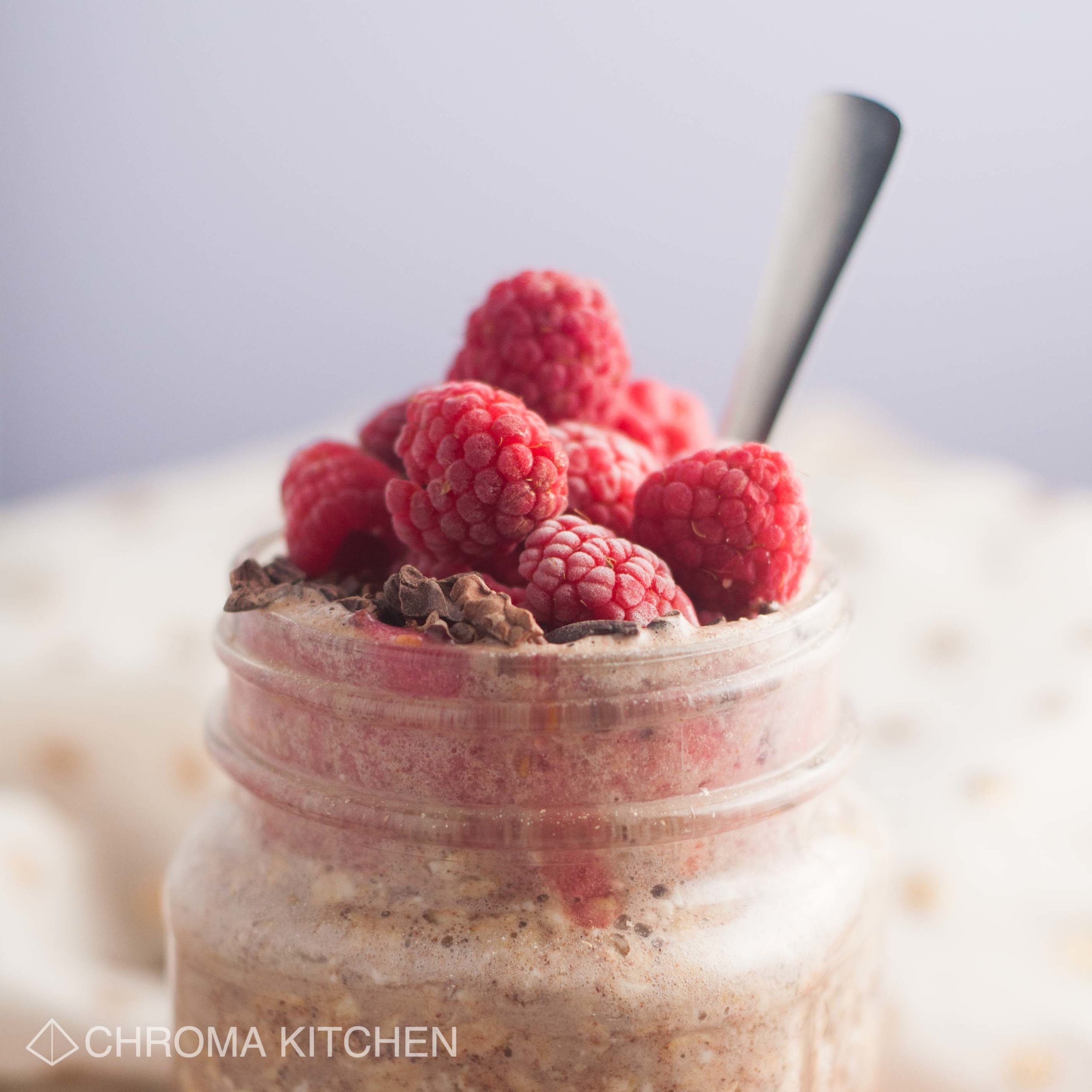 vegan-raspberry-overnight-oats-cacao-banana