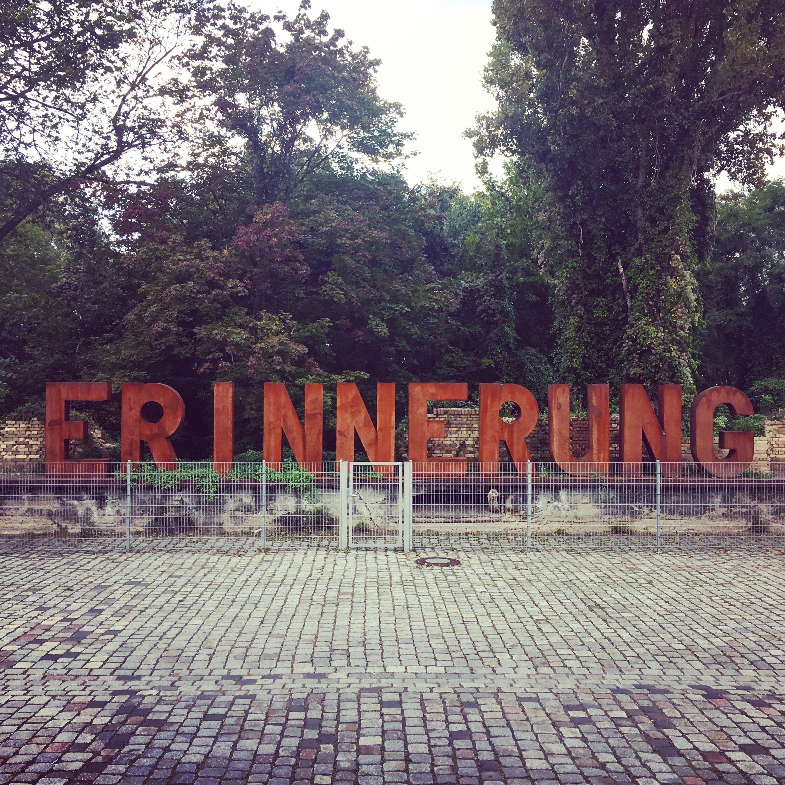 Berlin_Park-Gleisdreieck_Erinnerung-Sign