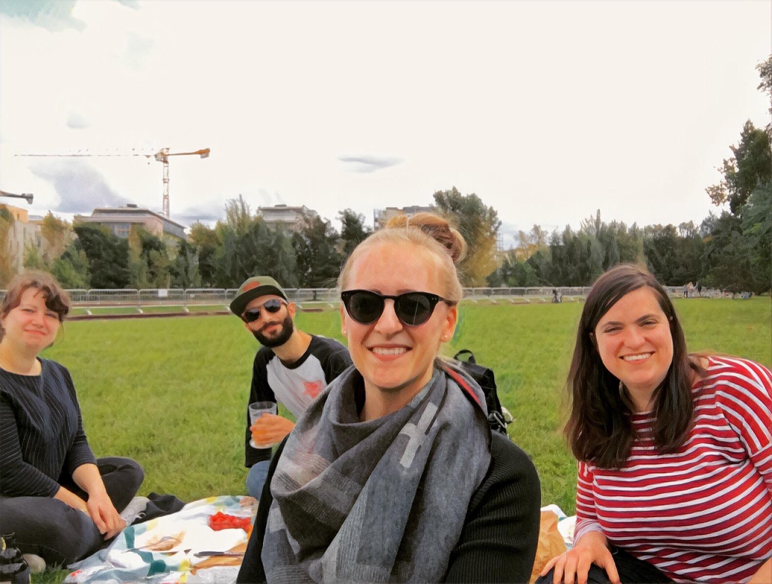 Berlin_Park-Gleisdreieck_Picnic-with-friends