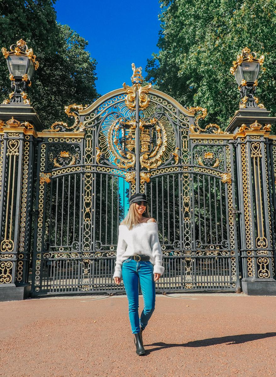 buckingham palace london travel tips.jpg
