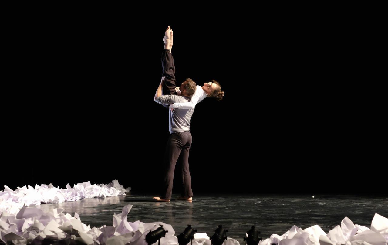 Dancer: Lisa Hood & Vince Virr. Photo: Caroline Tosin.
