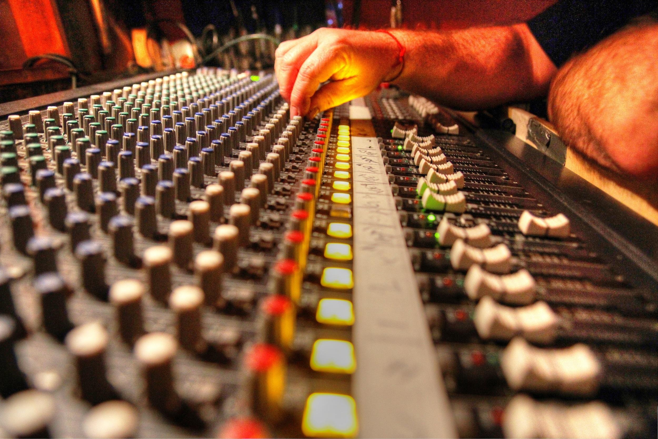 Producción, Programación Digital, Mezcla y Masterización