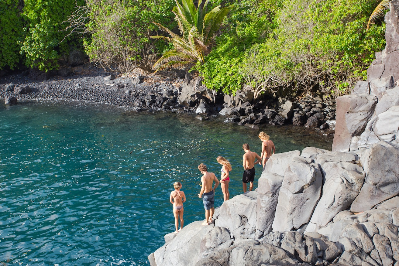 cliff-jumping-sunksi-roadtrip-maui.jpg