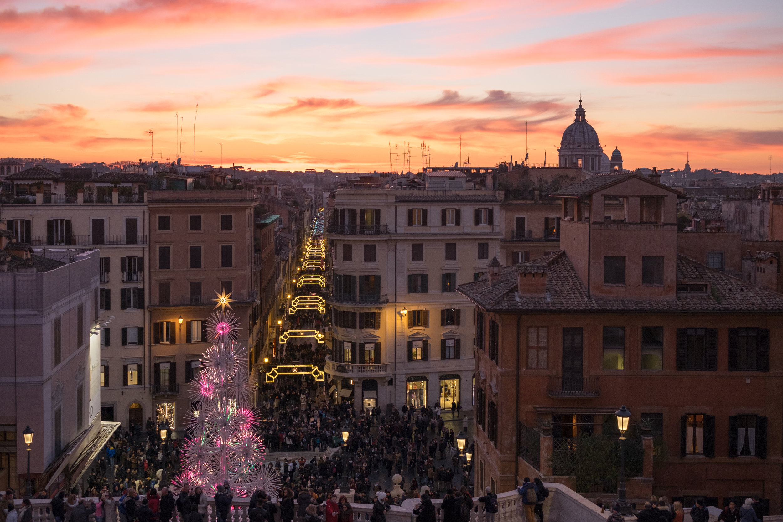 Evening Christmas shopping in Rome