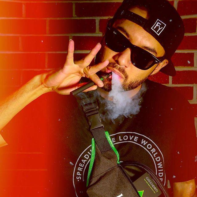Bid up's! To @greendotLaboratories Thank you for the package! The best in fine cannabis extract's 🌱🔥💨 . . . . . . #HASH #livwellcannabis #GDLFullSpectrumEverywhere #howilivwell #livwelldenver #livwell #cannabiscommunity #cannagram #cannabis #420 #coloradocannabis #denvercannabis #terps #indica #shatter #dab #wax #tagyourdab #gramslayers #killeverygram #igersdenver #FeedisSoClean #urbanromantix #MoodyGrams #way2ill #insagood #ig_underdogz #complexphotos #wshhweed #greendot