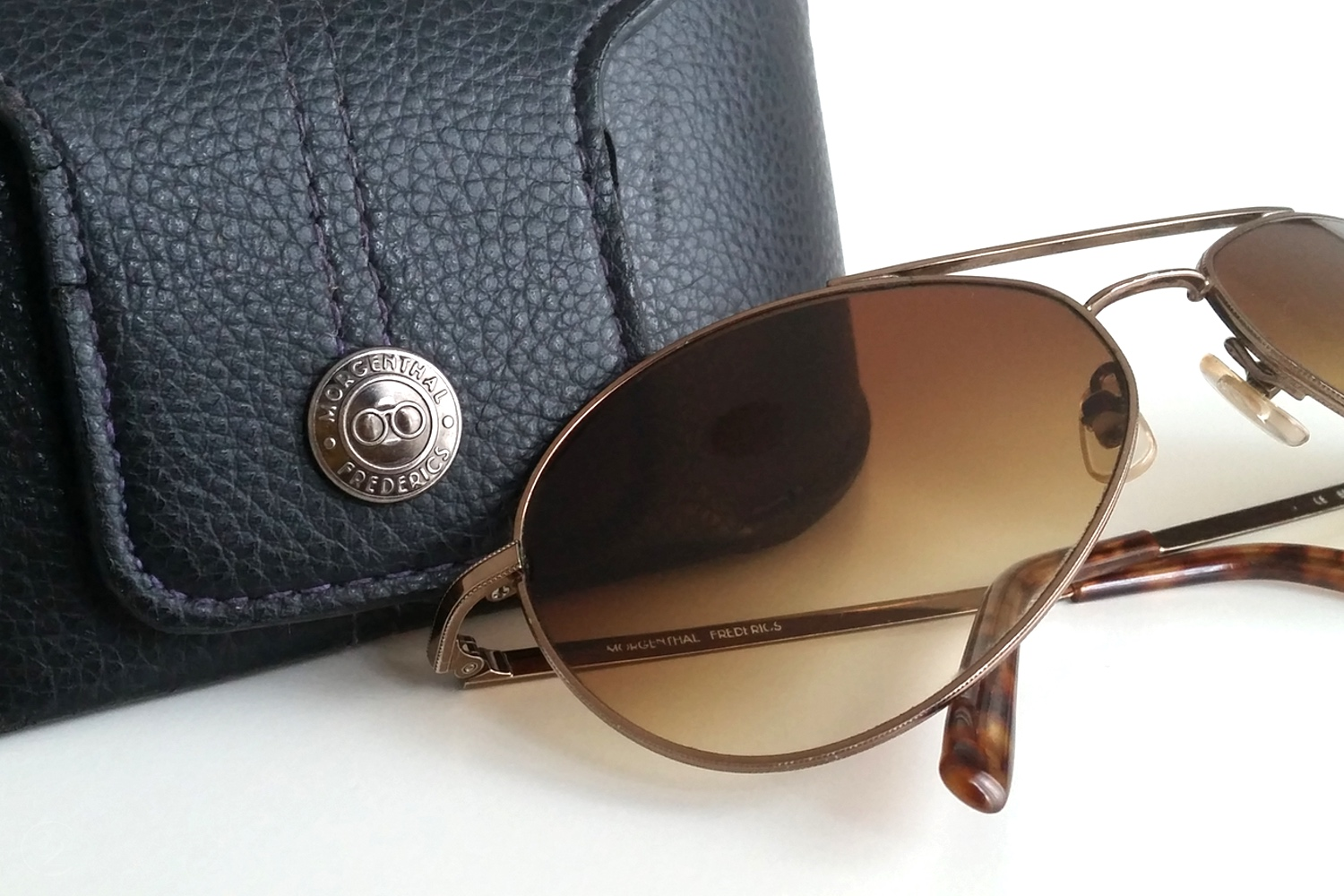 character-32-lifestyle-designer-highend-living-morgenthal-frederics-sunglasses-with-case
