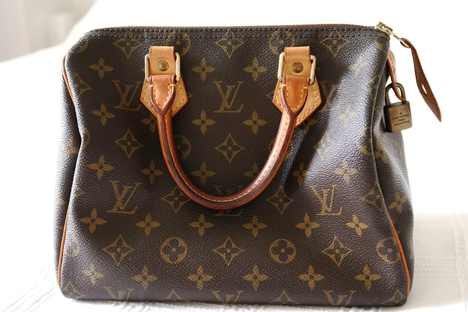louis-vuitton-speedy-25-monogram-side-on-character-32-lifestyle