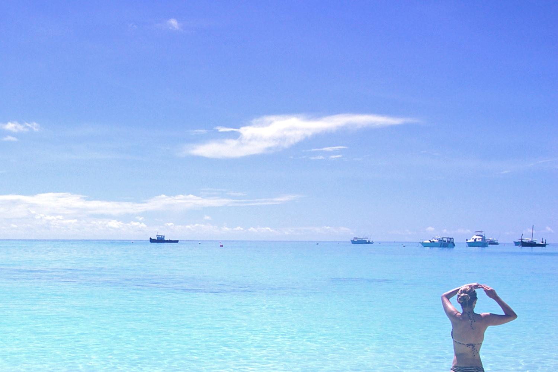 swimming-maldives-velassaru-globetrotter-character-32-c32-lifestyle