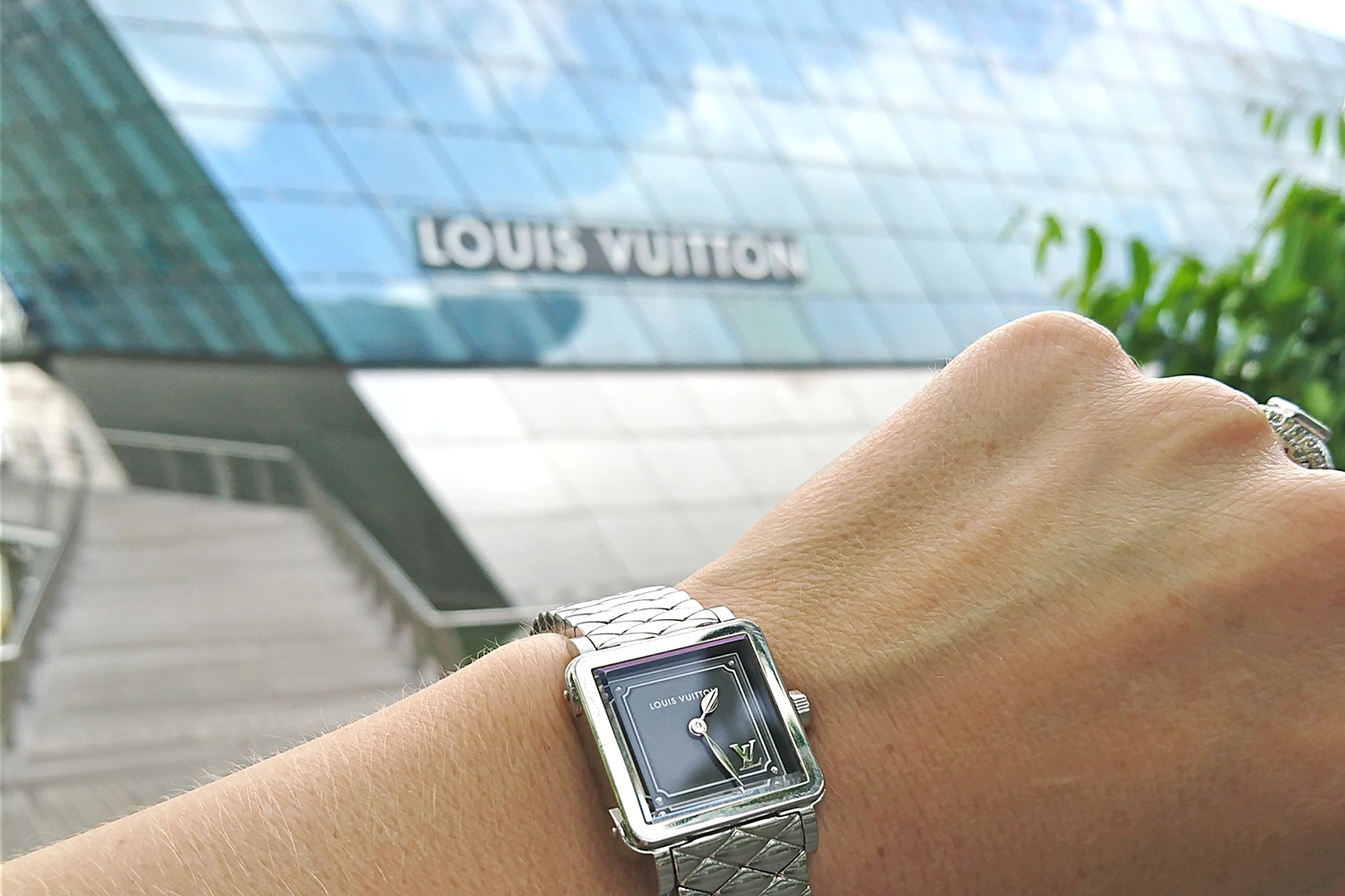 louis-vuitton-emprise-23-timepiece-watch-character-32-c32-lv-store-singapore-mbs