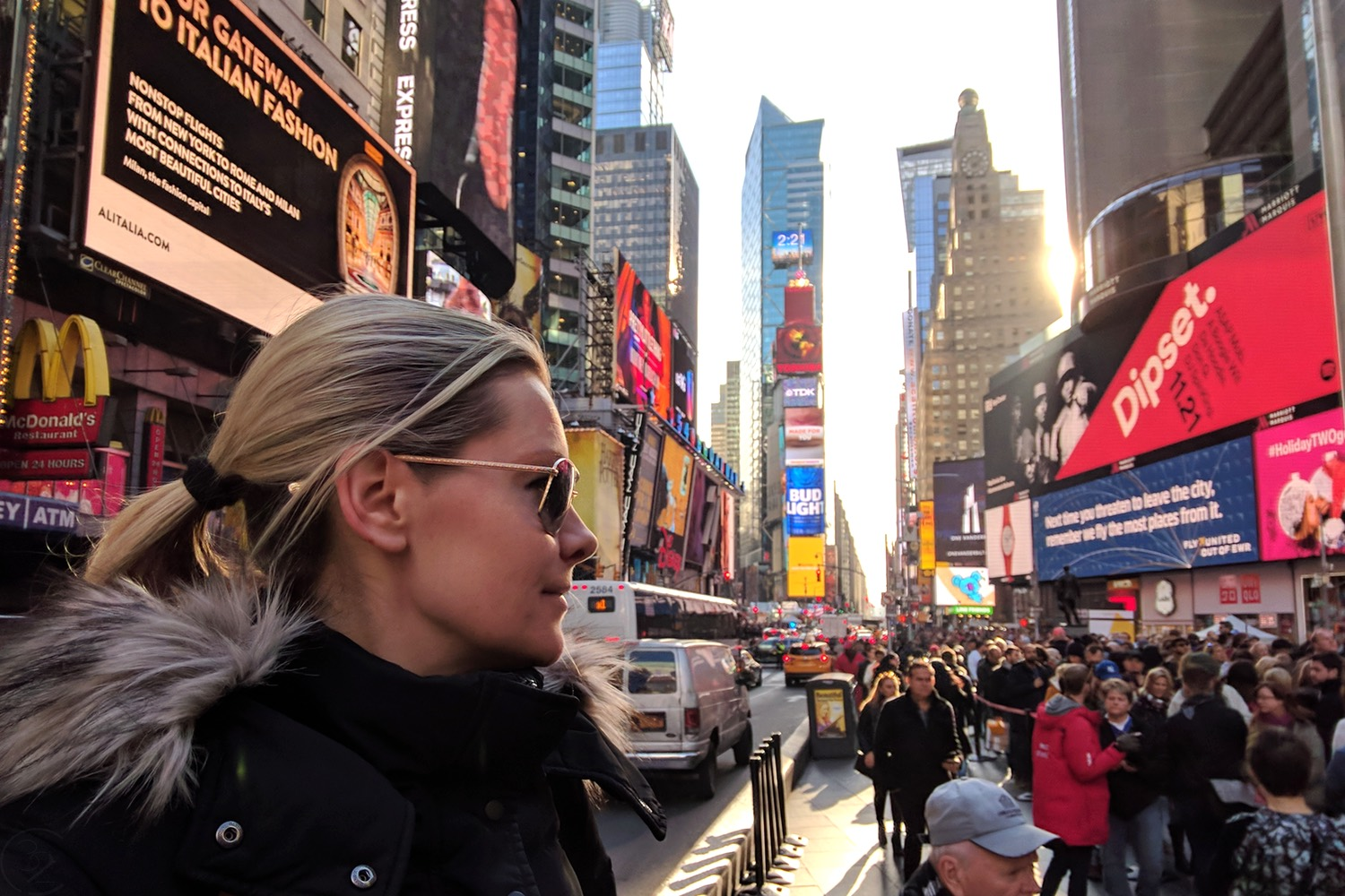 famous-landmarks-tv-shows-movies-nyc-character-32-c32-new-york-manhattan-travel-times-square