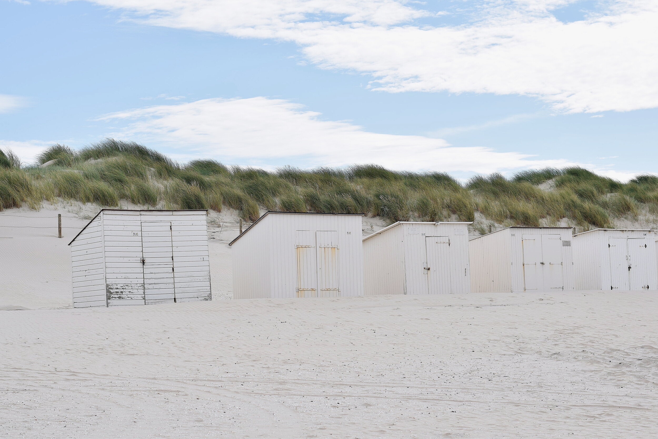 We love to go to the beach in summer. This is the beach in Elrike's hometown. We can just jump on our bikes and be there in 10 minutes!
