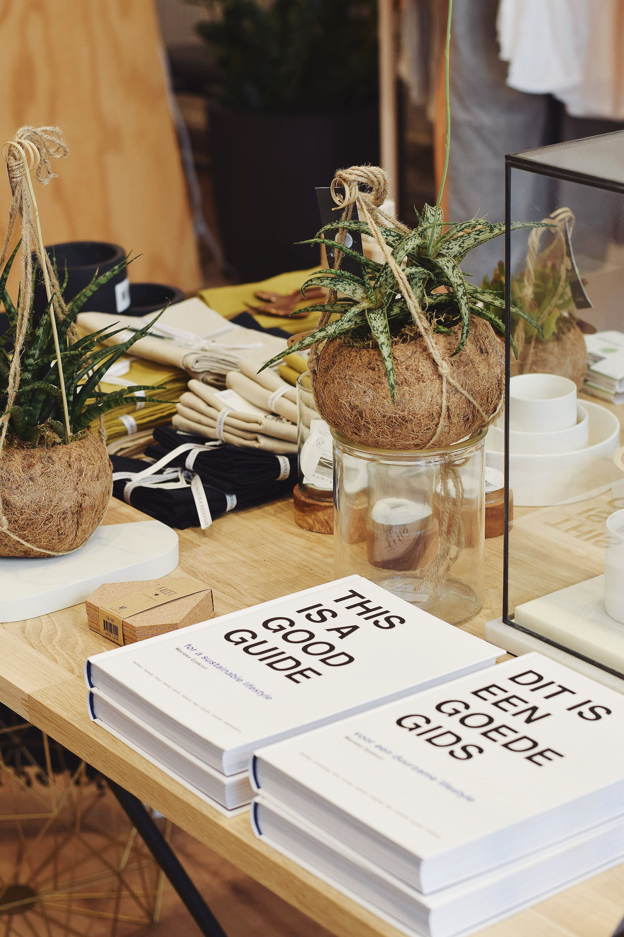 This is Studio Jux, a store that sells their own sustainable brand made from beautiful materials like hennep, linen and organic cotton. You can also find other sustainable labels there for women as well as men, children and your home!