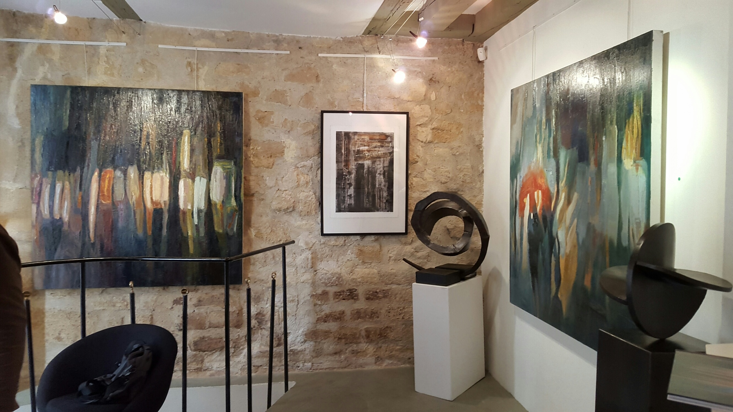"""Peintures """"Walking in the Rain"""" et """"Red Umbrella"""",Gallery Caroline Tresca,Paris"""