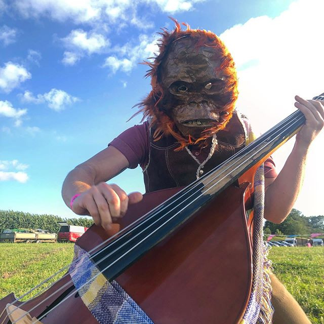 Orangutan ( @joshuajamesjackson ) slappin bass at @rollrightfayre In Oxfordshire, UK, earlier this month. Someone make a meme of this or something...