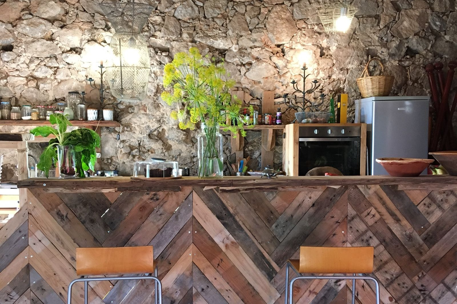 the Barn - Come and enjoy a glass of chilled wine or a beer.Hang out and talk story in the barn, our un-renovated open space gives a taste of authentic living in times gone by.