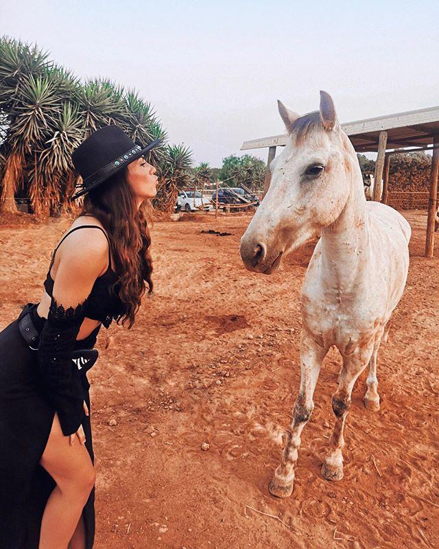 Home sweet home.. Back to reality. Een van de hoogtepunten van m'n Ibiza trip was het paardrijden door de prachtige natuur 😍. Echt een aanrader! Ook als je (net als ik) nooit eerder op een paard hebt gezeten.