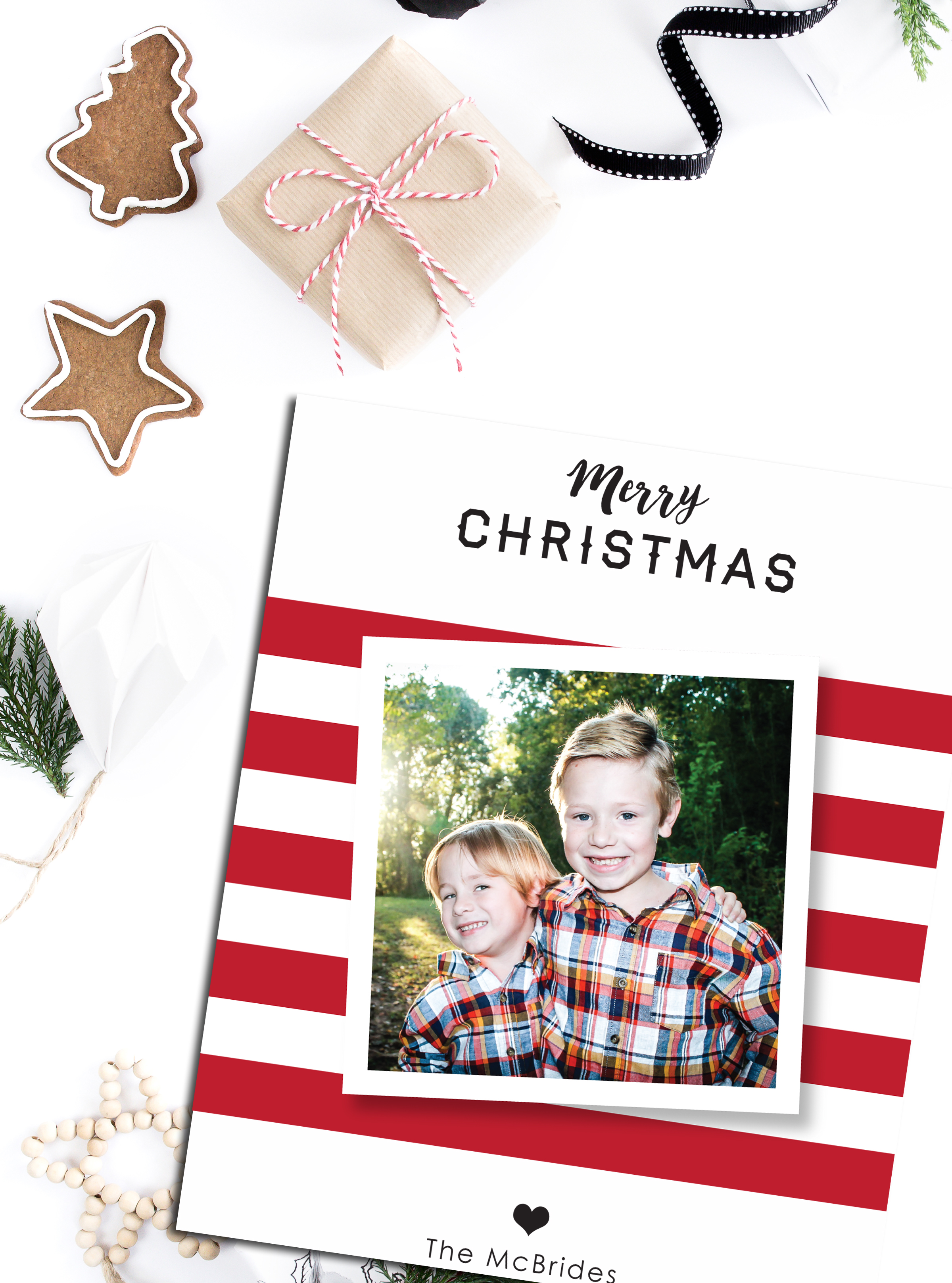 Jen, the momma of those adorable boys, knew exactly what she wanted the design of her holiday card to look like - clean and festive. We were both so pleased with the final result!