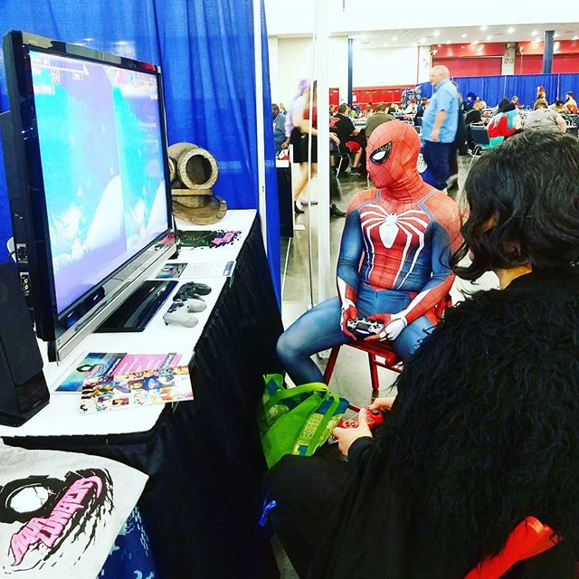 I don't know what your Spiderman does in your Spider-verse, but in my Spider-verse, Spiderman plays Aqua Lungers at Comicpalooza with John Snow. Be like Spiderman.  #spiderman #johnsnow #got #marvel #day2 #comicpalooza #narrative #indiegames #gamedev #multiplayer #coop #competitive #gamers #pcgamer #ruthless #driven #dive #water #videogames #platformer #monster #cosplay #greedy #gold
